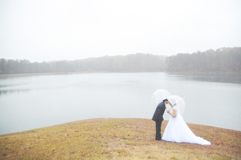 legacy-lookout-foxhall-resort-rainy-day-wedding-six-hearts-photography003