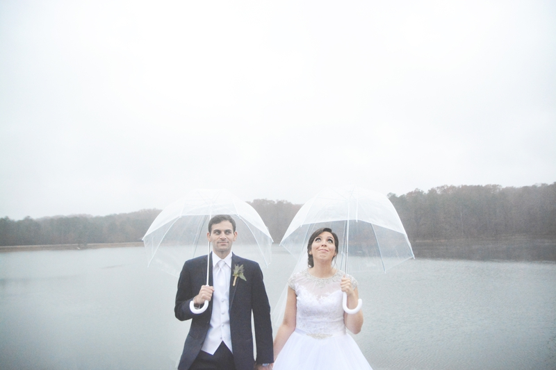legacy-lookout-foxhall-resort-rainy-day-wedding-six-hearts-photography004