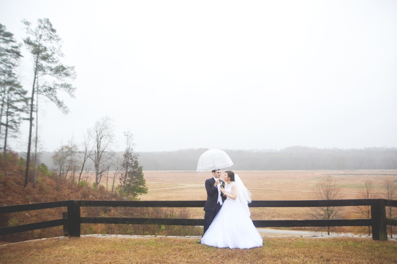 legacy-lookout-foxhall-resort-rainy-day-wedding-six-hearts-photography022