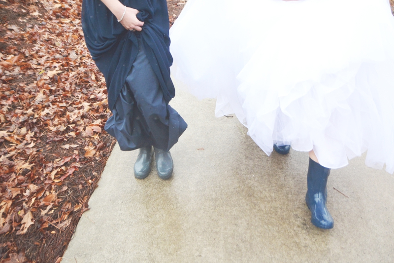 legacy-lookout-foxhall-resort-rainy-day-wedding-six-hearts-photography035