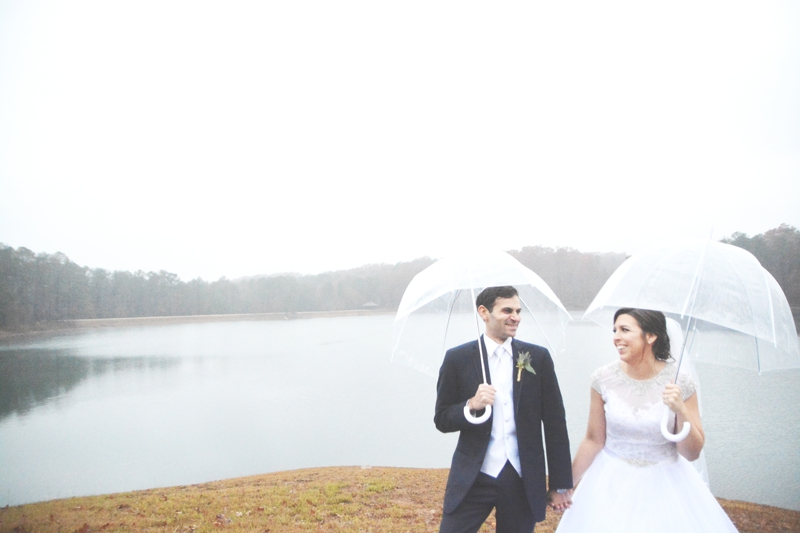 legacy-lookout-foxhall-resort-rainy-day-wedding-six-hearts-photography036