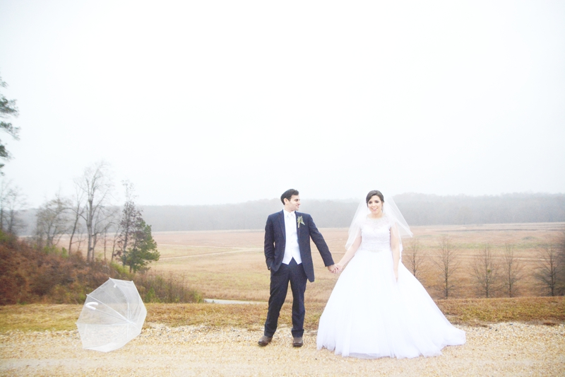 legacy-lookout-foxhall-resort-rainy-day-wedding-six-hearts-photography049