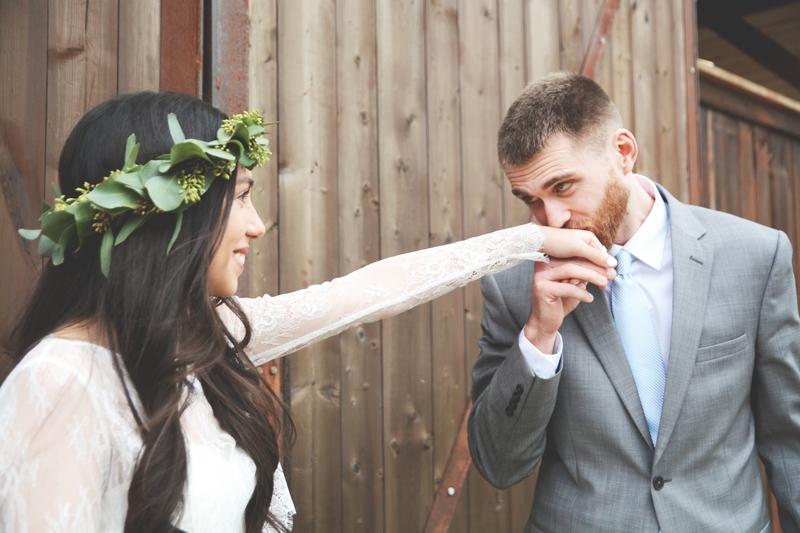 Wedding at The Barn at Oak Manor - Six Hearts Photography015